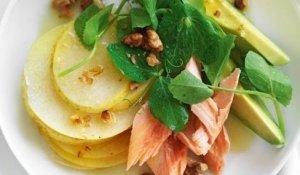 Nashi Pear, grookte forel en avocado salade