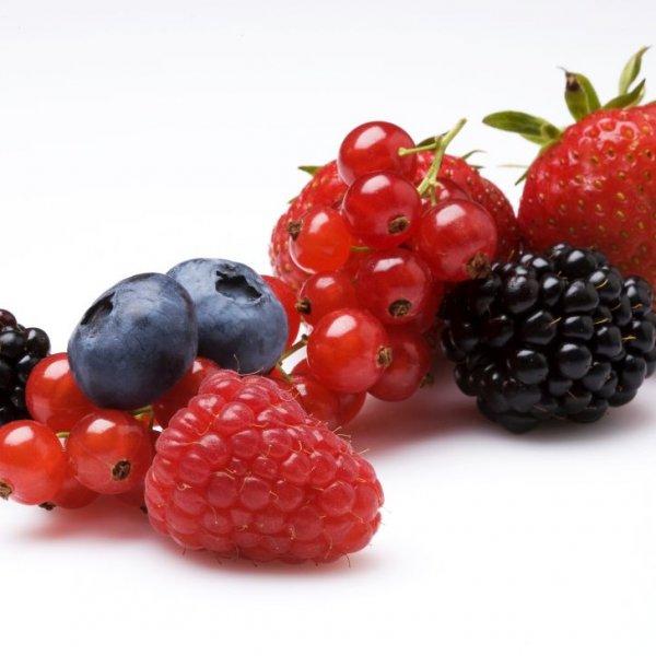 Aardbeien en bessen